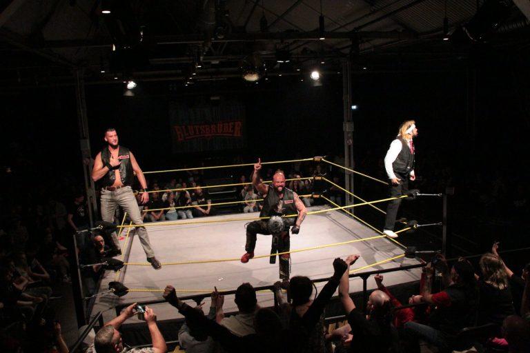 Die Blutsbrüder sind bei der GWF. John Klinger, Orlando Silver und Erkan Sulcani dominieren im Ring